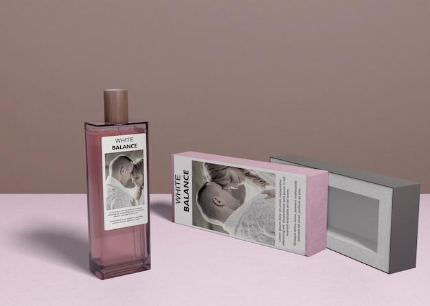 Bottiglia di profumo e scatola di copertura Psd Gratuite