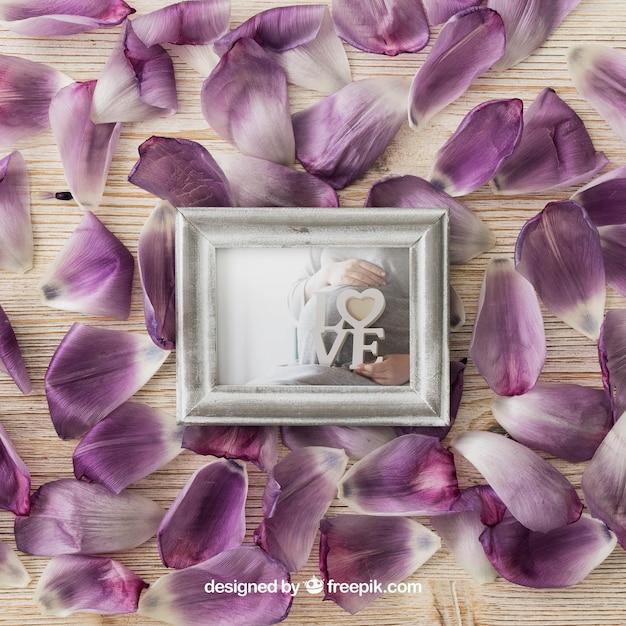 Photo frame on petals Free Psd