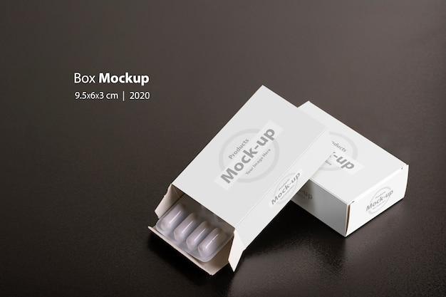 Доты с буханками таблеток на темном фоне макета Premium Psd