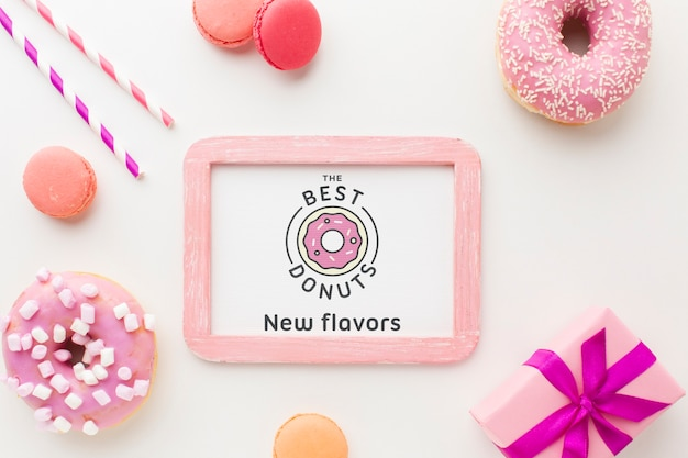 Ciambelle rosa e dolci con cornice mock-up Psd Gratuite