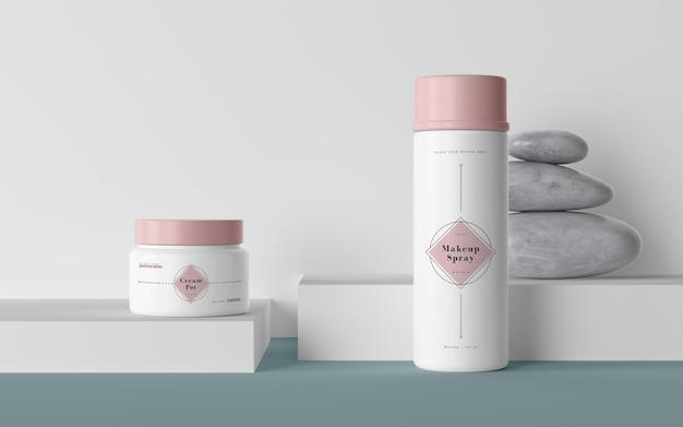 Розовая упаковка косметической продукции Бесплатные Psd