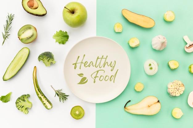 Тарелка в окружении овощей и фруктов плоской планировки Бесплатные Psd