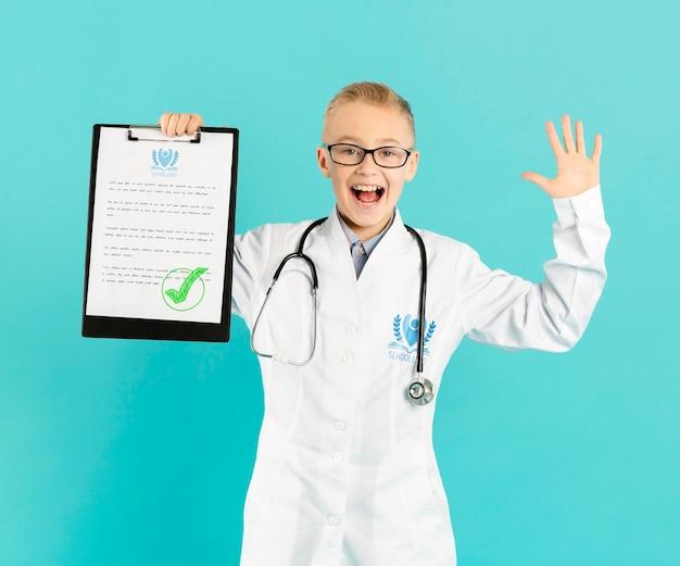 Ritratto di giovane medico felice Psd Gratuite