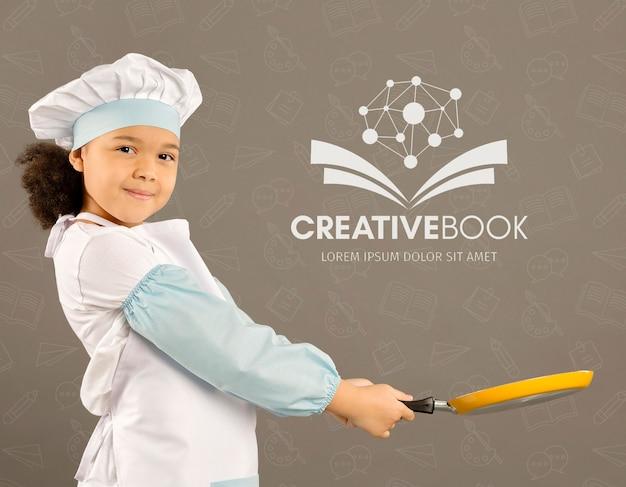 요리사로 포즈를 취하는 젊은 여자의 초상화 프리미엄 PSD 파일