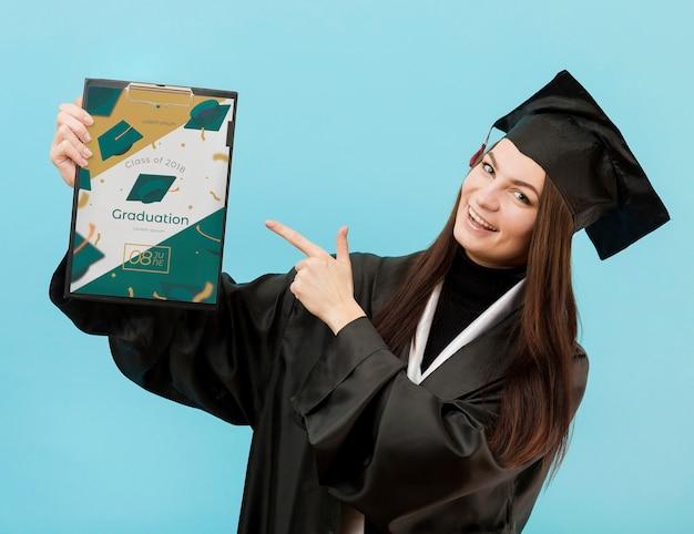 Portrait of student holding diploma Premium Psd
