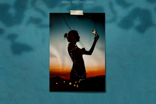 나뭇잎 그림자 오버레이가있는 사진 용 포스터 모형 프리미엄 PSD 파일