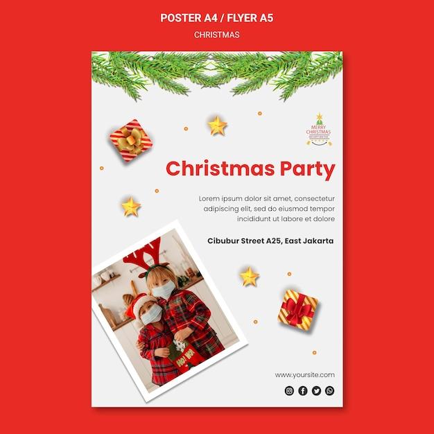サンタの帽子をかぶった子供たちとのクリスマスパーティーのポスターテンプレート 無料 Psd