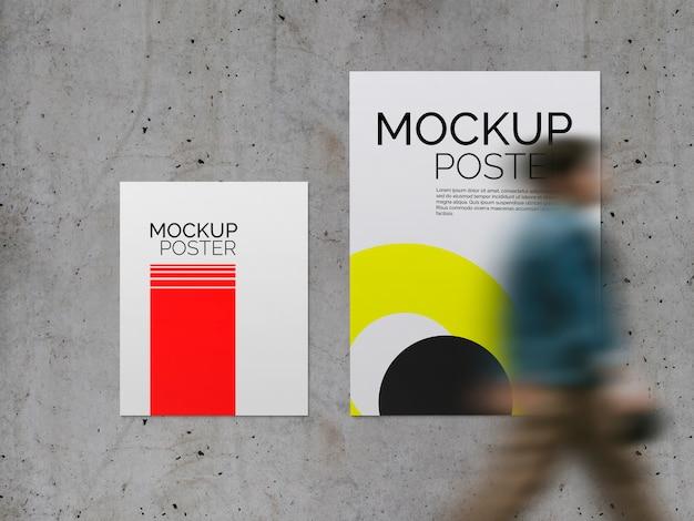 콘크리트 표면 모형에 걷는 사람과 포스터 무료 PSD 파일
