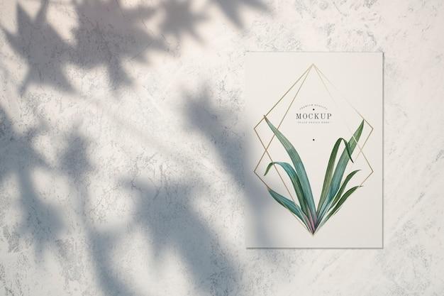 나뭇잎과 골든 프레임이있는 프리미엄 품질의 카드 모형 무료 PSD 파일