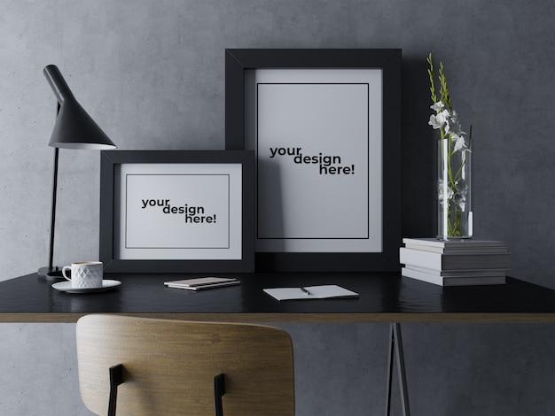 Готовый шаблон дизайна макета с двумя плакатами, сидящий на столе в черном минималистском рабочем месте Premium Psd