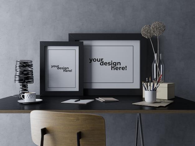 Готов использовать шаблон дизайна макета с двумя постерами, сидя на столе в минималистском современном рабочем месте Premium Psd