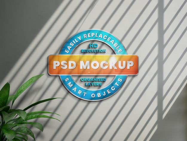 그림자가있는 흰 벽에 현실적인 3d 로고 모형 프리미엄 PSD 파일