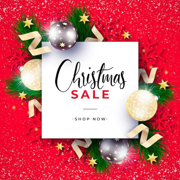 빨간색 배경에 현실적인 크리스마스 판매 배너 무료 PSD 파일