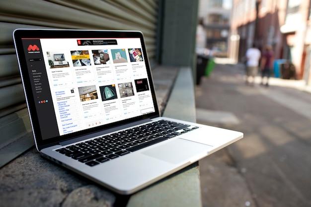 Realistic laptop presentation 1135 3