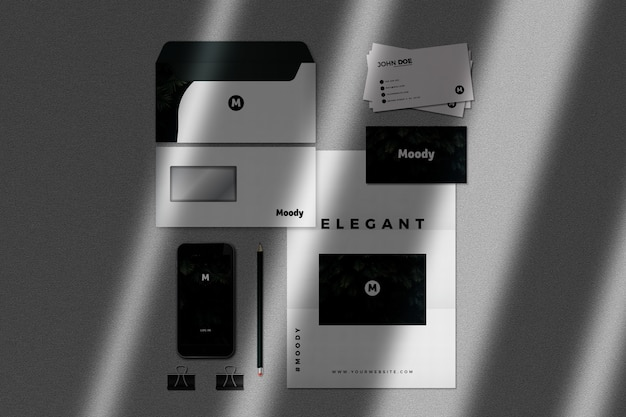 Realistic stationery mockup with phone and business cards Premium Psd