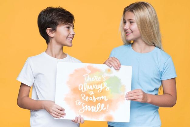 Причина улыбаться мальчик и девочка макет Бесплатные Psd