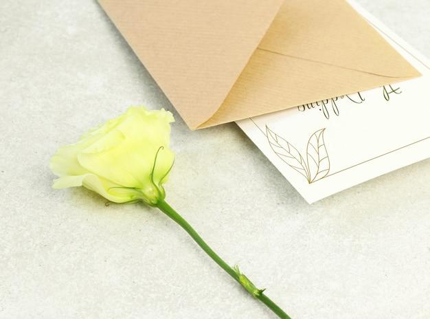 Rose, envelope and invitation card Premium Psd