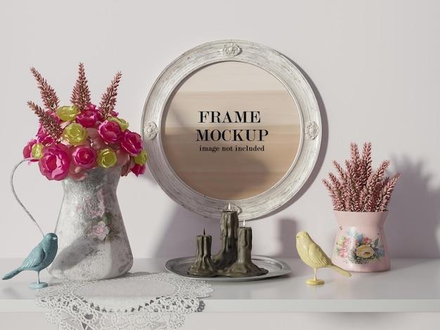 장미와 노란 꽃 옆에 둥근 프레임 모형 프리미엄 PSD 파일