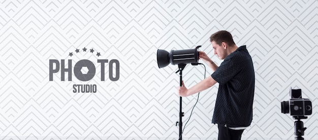 Side view of photographer at work Premium Psd
