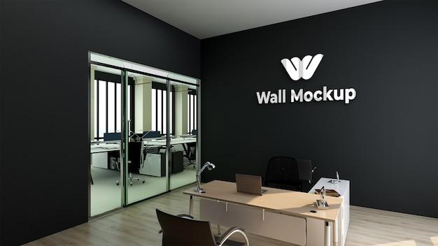 실버 로고 모형 현실적인 기호 사무실 검은 벽 프리미엄 PSD 파일