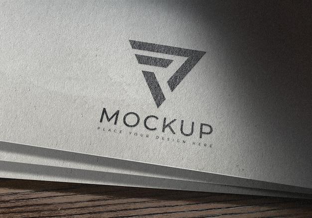 Мокап простого логотипа на белой бумаге Premium Psd