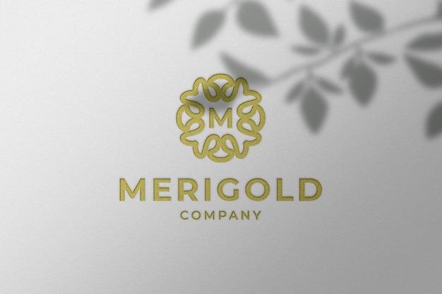 Простой роскошный макет логотипа с тисненым золотым блеском Premium Psd
