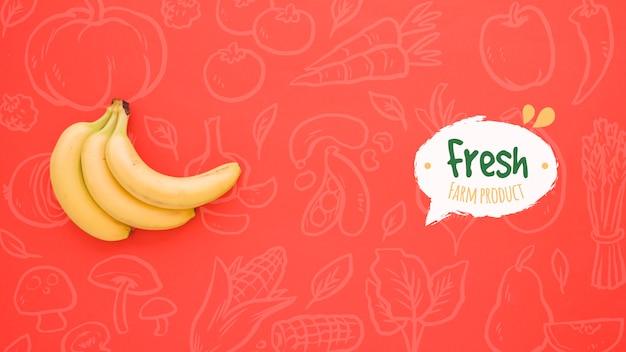 Простой красный фон с бананами Бесплатные Psd
