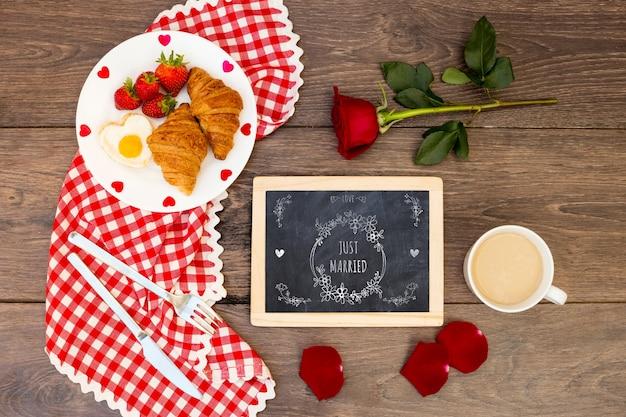 Slate mockup for valentine Free Psd