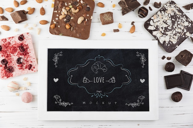 Slate mockup with delicious pastry Free Psd