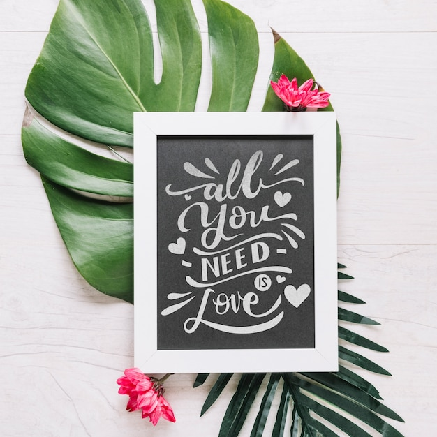 Slate mockup with floral valentines day concept Free Psd
