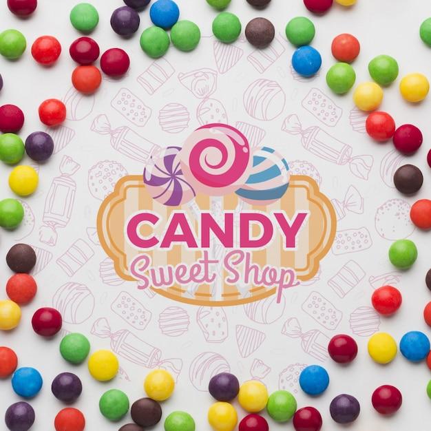 Маленькие конфеты на столе Бесплатные Psd