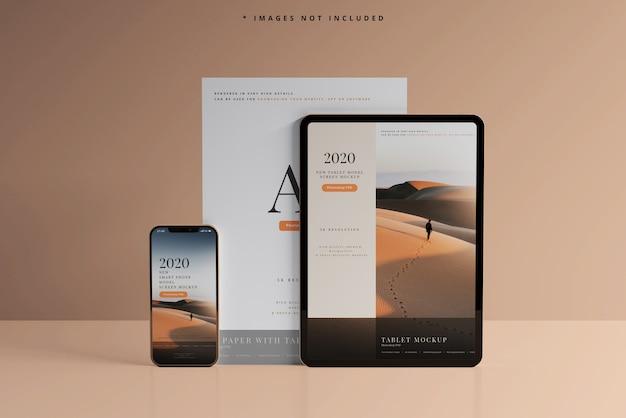 명함 모형이있는 스마트 폰 및 태블릿 무료 PSD 파일