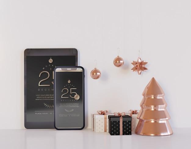 クリスマスの装飾が施されたスマートフォンとタブレットのモックアップ Premium Psd