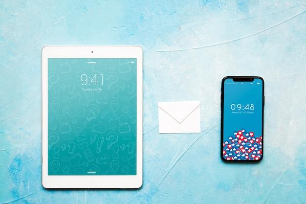 이메일 개념 스마트 폰 및 태블릿 이랑 무료 PSD 파일