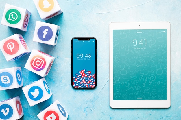 Smartphone and tablet mockup with social media concept Free Psd