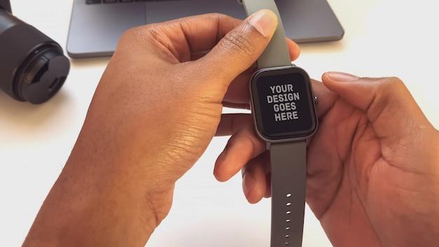 Smartwatch on a hand Premium Psd