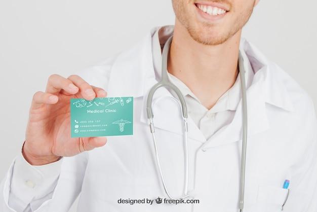 Смайлик-врач с макетом визитной карточки Бесплатные Psd