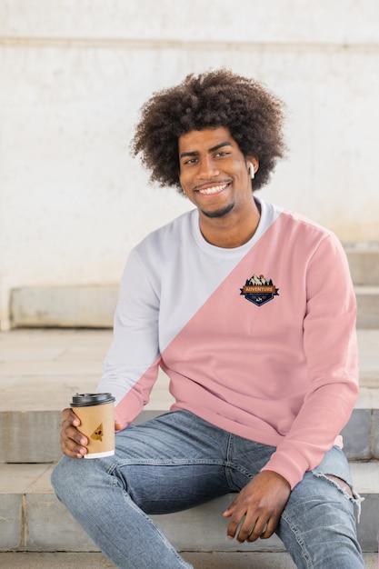 Smiley man wearing hoodie Free Psd