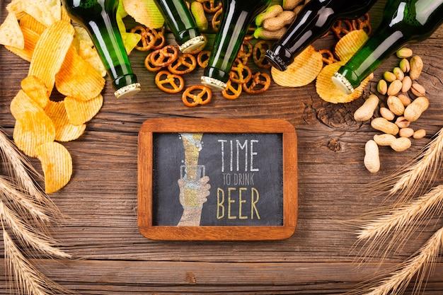 Spuntino con birra in bottiglia Psd Gratuite