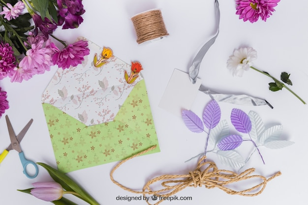 Spring mockup with envelope Free Psd