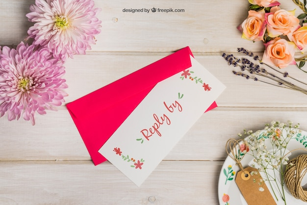 Stationery wedding mockup with red envelope Free Psd