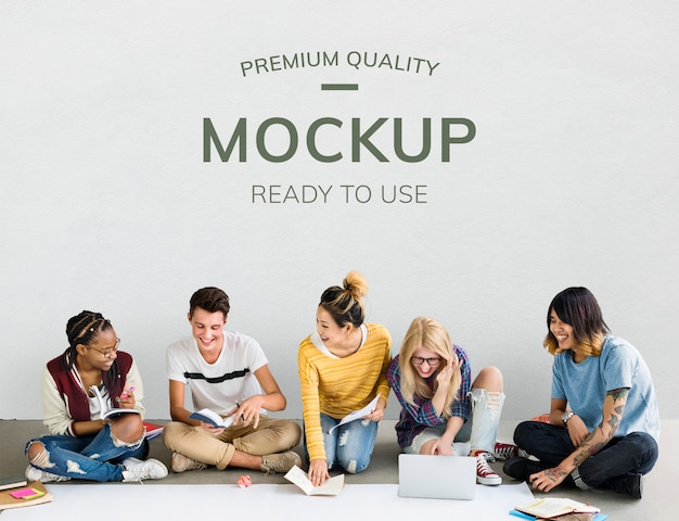 Students by a blank wall Premium Psd