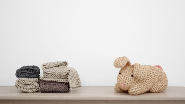 Фаршированный кролик и полотенца Бесплатные Psd