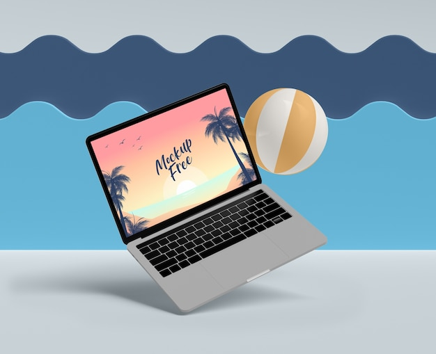ノートパソコンとボールの夏のコンセプト 無料 Psd