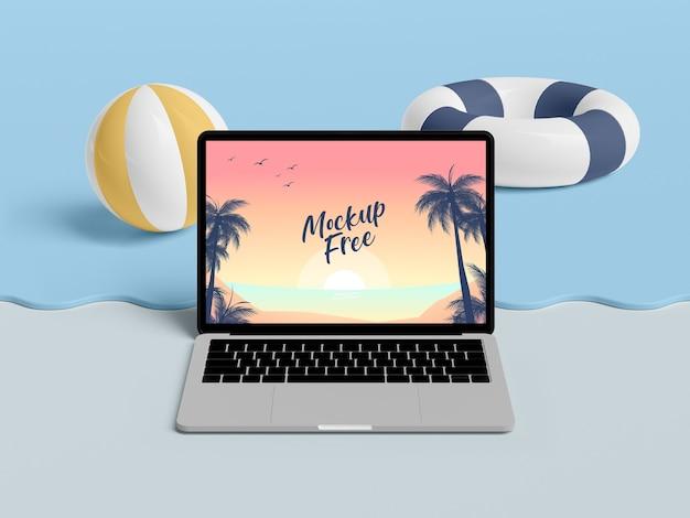 Concetto di estate con laptop e mare Psd Gratuite