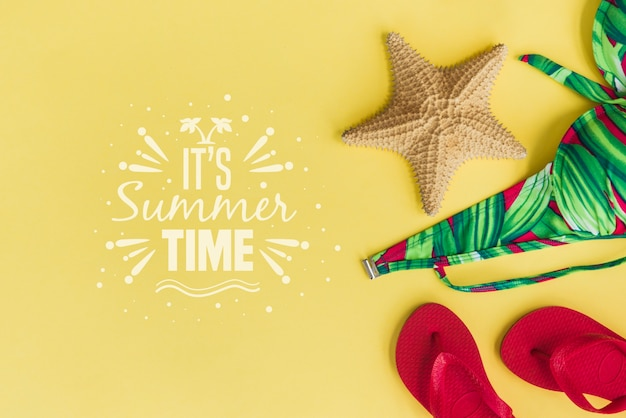 Summer lettering background with flip flops Free Psd