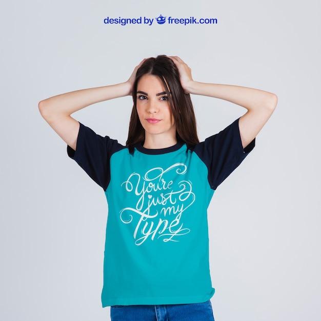 女性のtシャツモックアップ 無料 Psd