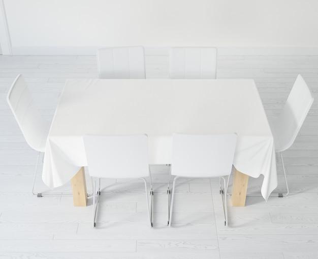 テーブルクロスと椅子のあるテーブル 無料 Psd