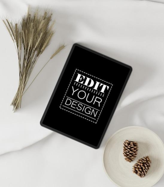 테이블 모형에 태블릿 컴퓨터 무료 PSD 파일