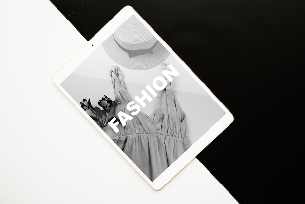 Tablet mockup on black and white background Free Psd